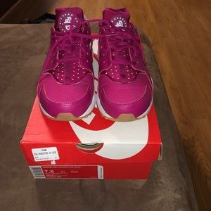 Women's size 7.5 Nike air Huarache